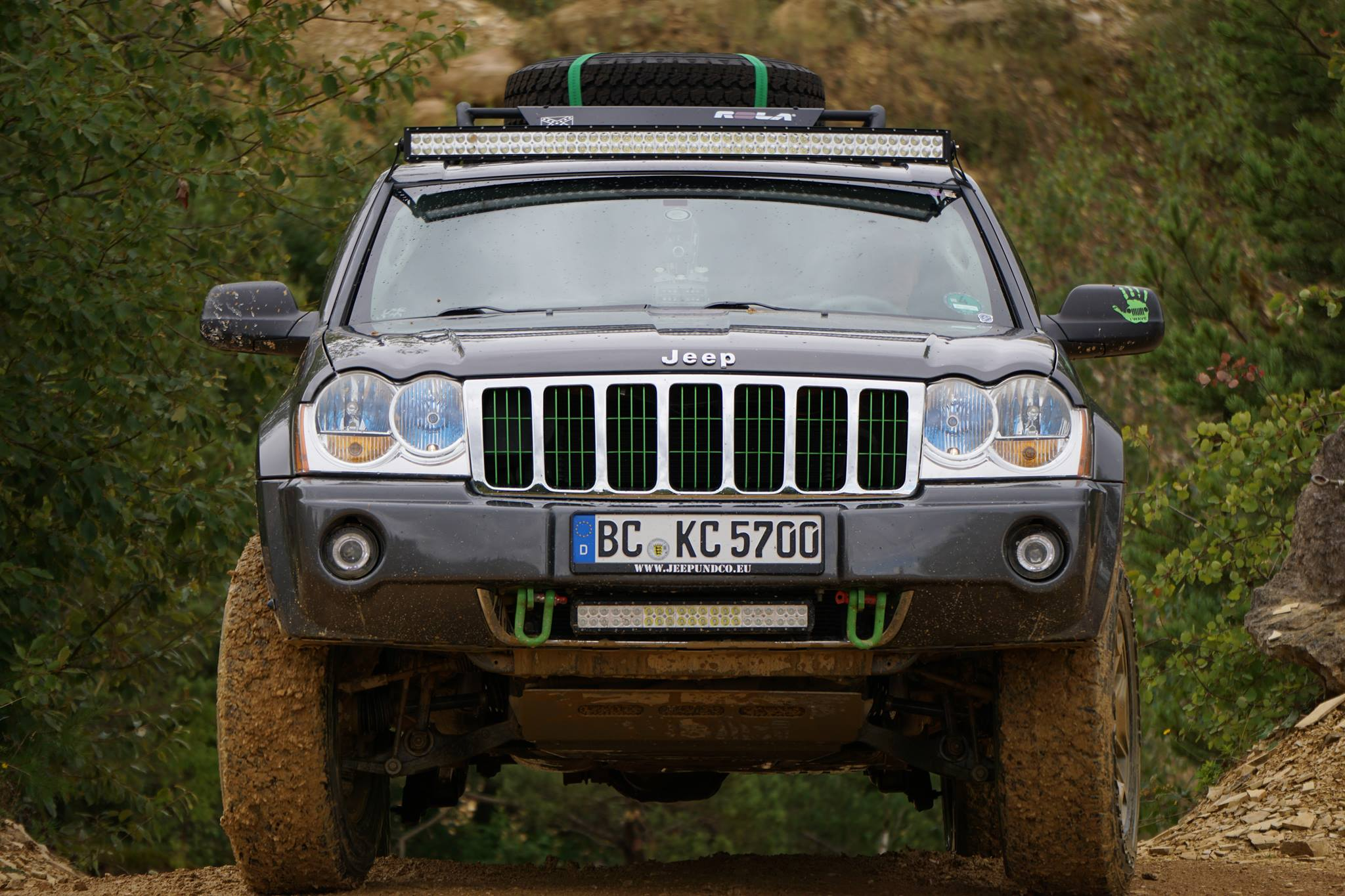 Enjoy better visibility late at night with a great light bar for Jeep Grand Cherokee.
