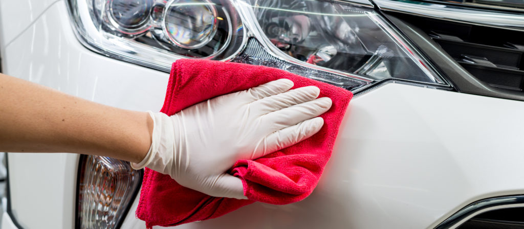 The best car wax for white cars provide an easy application process and a high gloss appearance!